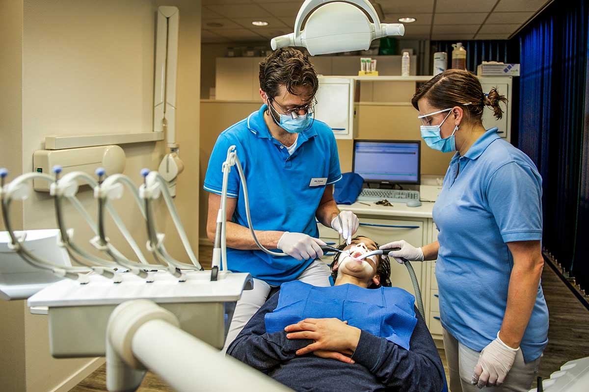 behandelingen-tandartsenpraktijk-batavia